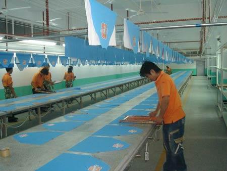 工衣/工作服定做中LOGO图案丝印过程揭秘_手工丝网印刷