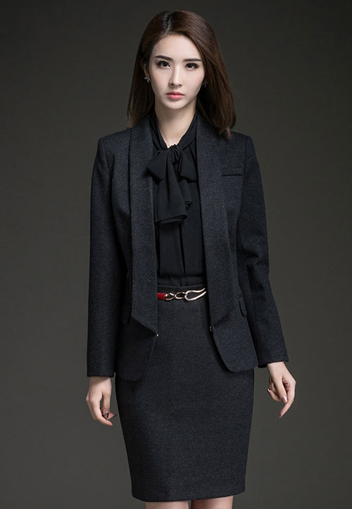 <b>深蓝色时尚女职业西装订做款式</b>