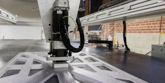 T恤衫定做厂家用机器人裁缝22秒